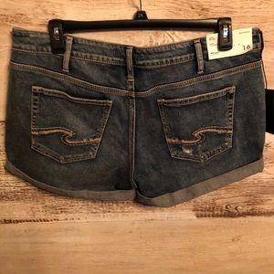New Silver Jeans size 16 midrise boyfriend shorts